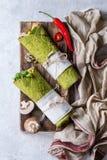 Grüne Spinatstortilla lizenzfreies stockfoto