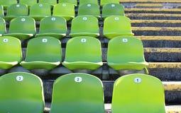 Grüne Stühle lizenzfreies stockfoto