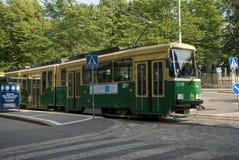Grüne Stadt Helsinki, Finnland - städtische Transporttram Stockbilder