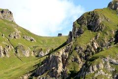 Grüne Steigungen von Marmolada hängen, italienische Dolomit ein Lizenzfreie Stockfotos