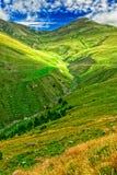 Grüne Täler in den Pyrenäen stockfotografie