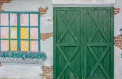 Grüne Türen mit Weinleseart Lizenzfreie Stockfotografie