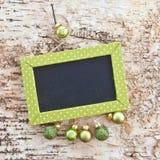 Grüne Tafel auf rustikalem Holz Lizenzfreies Stockbild