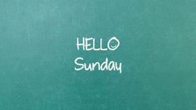 Grüne Tafelwandbeschaffenheit mit einem Wort hallo Sonntag lizenzfreie stockfotos