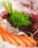 Grüne Tobiko Sushi lizenzfreie stockfotos