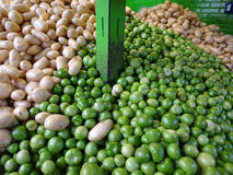 Grüne Tomaten und Kartoffeln lizenzfreie stockfotos