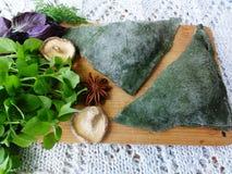Grüne Torten, Teig gekocht von der Nessel Stockbild