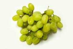 Grüne Trauben auf Weiß Stockfotos