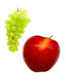 Grüne Trauben und roter Apple Stockfotos