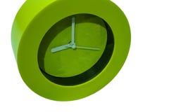 Grüne Uhr auf dem weißen Hintergrund Lizenzfreie Stockfotos