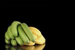 Grüne und gelbe Bananen Stockfoto