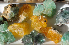 Grüne und gelbe Fluorit-Kristalle Stockbilder