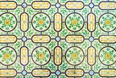 Grüne und gelbe kopierte portugiesische Fliesen Stockfotografie