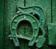 Grüne Verzierung auf Glück von einer alten Farbe lizenzfreies stockfoto