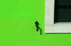 Grüne Wand mit dem Endbalkonsystem mit der Form des Mannes Lizenzfreies Stockbild