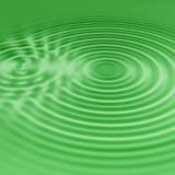 Grüne Wasserkräuselungen Stockfotografie
