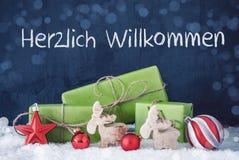 Grüne Weihnachtsgeschenke, Schnee, Durchschnitt-Willkommen Herzlich Willkommen stockbilder