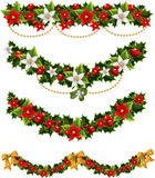 Grüne Weihnachtsgirlanden der Stechpalme und der Mistel Stockbilder