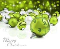Grüne Weihnachtsverzierungen mit Sternhintergrund stockfotografie