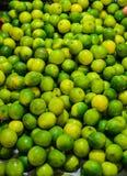 Grüne Zitrone für Verkauf Lizenzfreie Stockbilder