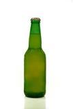 Grünen Sie Flasche Bier lizenzfreie stockfotos