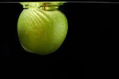 Grüner Apfel mögen Mond Stockfoto