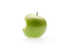 Grüner Apfel mit Bissen Stockfotos