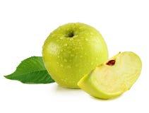 Grüner Apfel mit Scheibe Stockfotografie