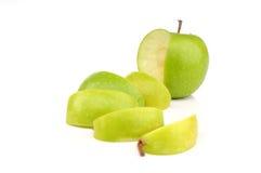 Grüner Apfel schnitt Stockbilder