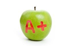 Grüner Apfel und ein Pluszeichen Lizenzfreie Stockfotos