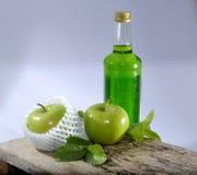 Grüner Apfel- und Grünsirup Stockfotografie