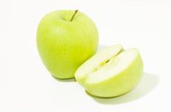 Grüner Apfel und halb Stockfotos