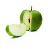 Grüner Apfel und Scheibe Lizenzfreie Stockfotografie