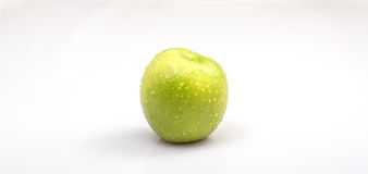 Grüner Apple auf Weiß Lizenzfreie Stockbilder