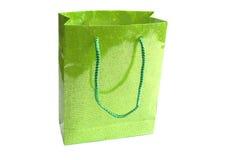Grüner Beutel für Geschenk auf Weiß Stockfotografie