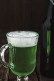 Grüner Bierkrug der Nahaufnahme für St- Patrick` s Tag Stockbilder