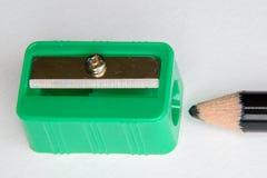 Grüner Bleistiftspitzer Stockbild