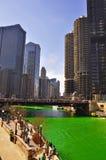 Grüner Chicago River an St Patrick Tag Lizenzfreies Stockfoto