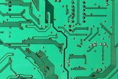 Grüner elektronischer Mikrokreislauf genommene Nahaufnahme Lizenzfreie Stockfotos