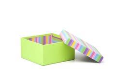 Grüner Geschenkkasten mit geöffneter gestreifter Abdeckung Stockbilder