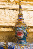 Grüner Gesichtsaffe im Tempel Emerald Buddhas stockbild