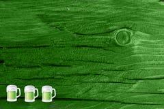 Grüner hölzerner Beschaffenheitshintergrund Heiliges Patrickâs Tag Hintergrund Str g Stockfotos