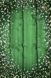 Grüner hölzerner Hintergrund Druck des Klees Stockfoto