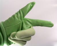 Grüner Handschuh, der nach rechts zeigt stockfotografie