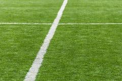 Grüner künstlicher Fußballplatz Stockfoto