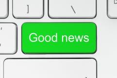 Grüner Knopf mit Wörtern der guten Nachrichten auf der Tastatur Lizenzfreies Stockfoto