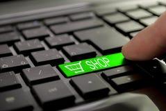 Grüner Knopfshop und -Warenkorb Lizenzfreie Stockfotos