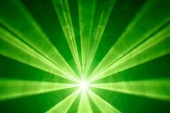 Grüner Laserlichthintergrund Stockbilder