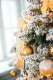 Grüner neues Jahr-Baum verziert Lizenzfreies Stockfoto