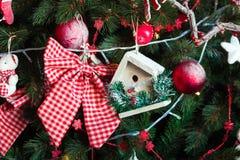 Grüner neues Jahr-Baum verziert Stockfoto